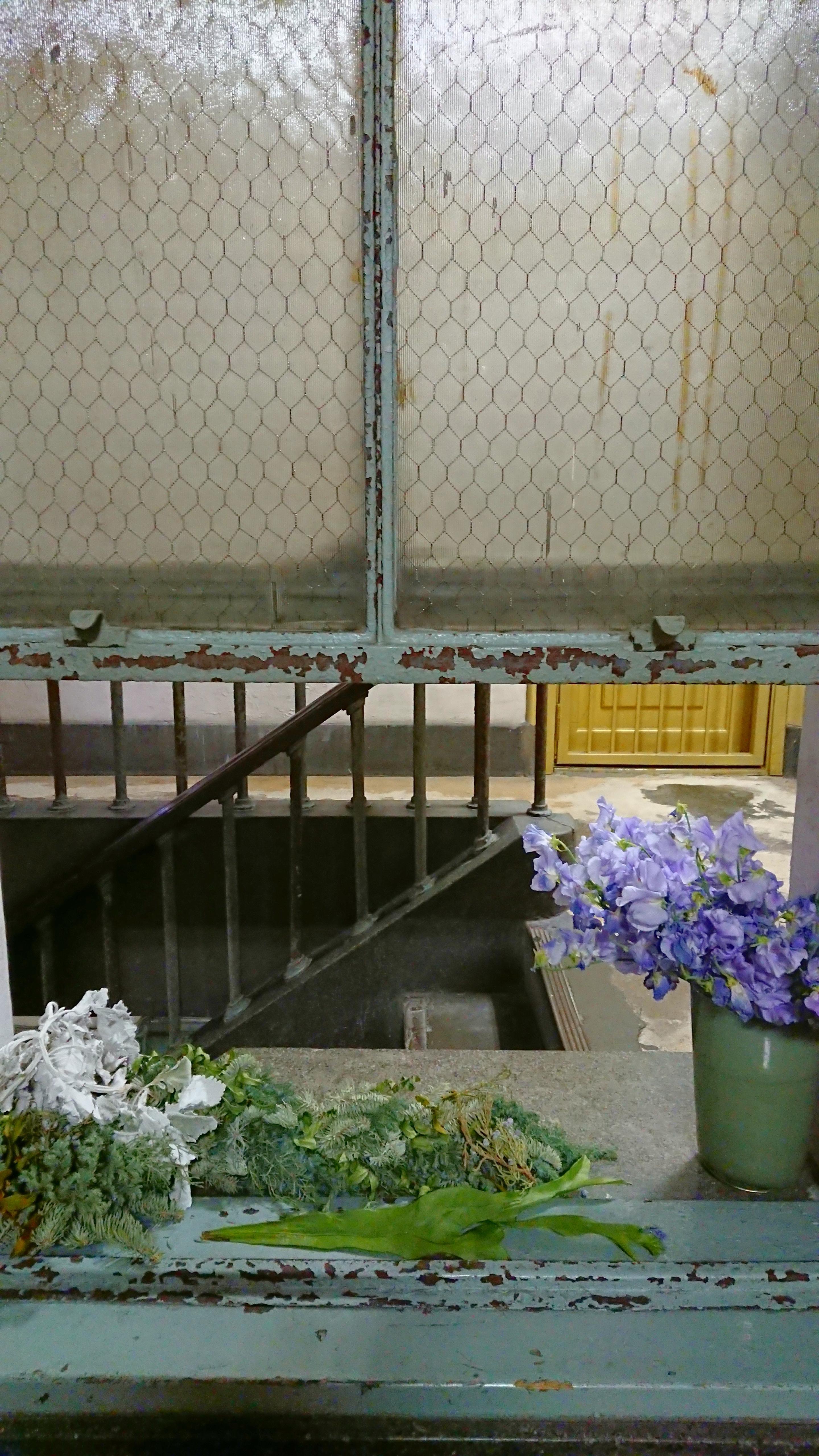 奥野ビル 階段踊り場